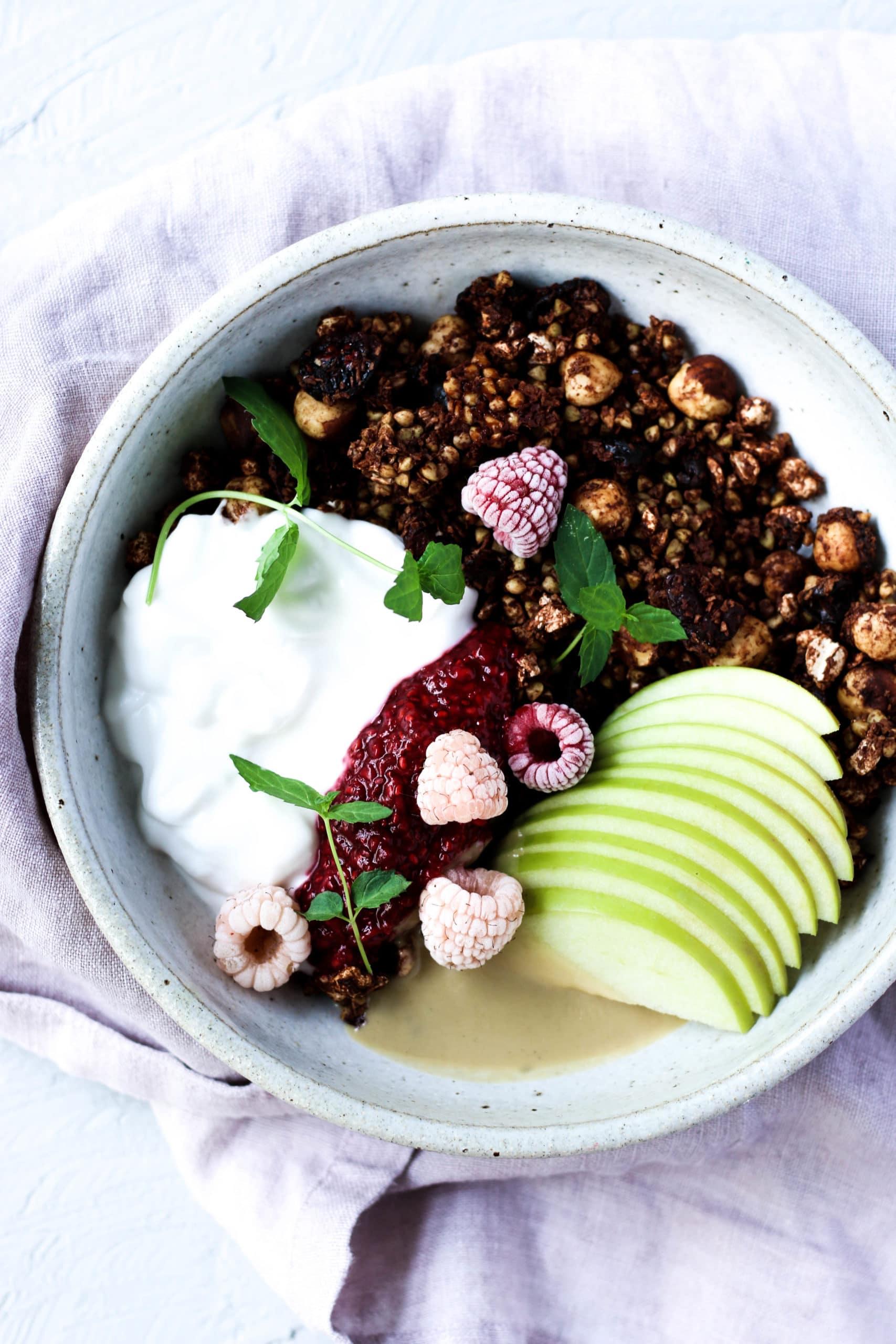 healthy breakfast, vegan recipes, vegan breakfast, gluten free granola recipe, chocolate granola recipe