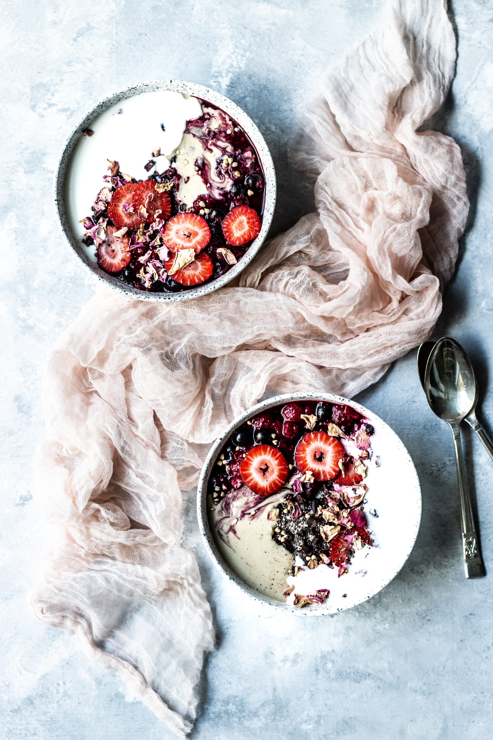 porridge, oats, warm oats, breakfast bowl, breakfast recipes, vegan breakfast recipes, healthy breakfast recipes