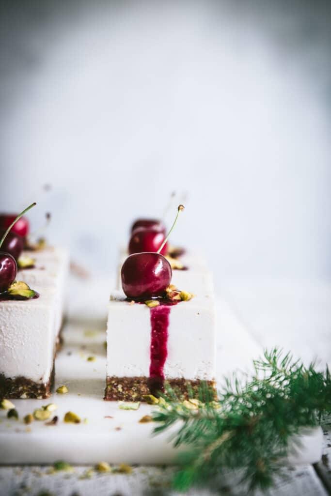 raw cheesecake, vegan dessert, vegan cheesecake, dairy free recipes, gluten free, healthy Christmas recipes, food photography, food styling, recipe developer
