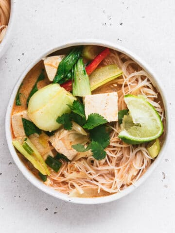 how to make thai red curry tofu noodle soup