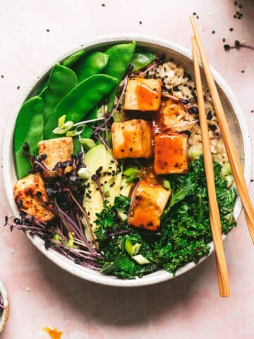 crispy tofu with orange tamari sauce served with snow peas, kale and avocado
