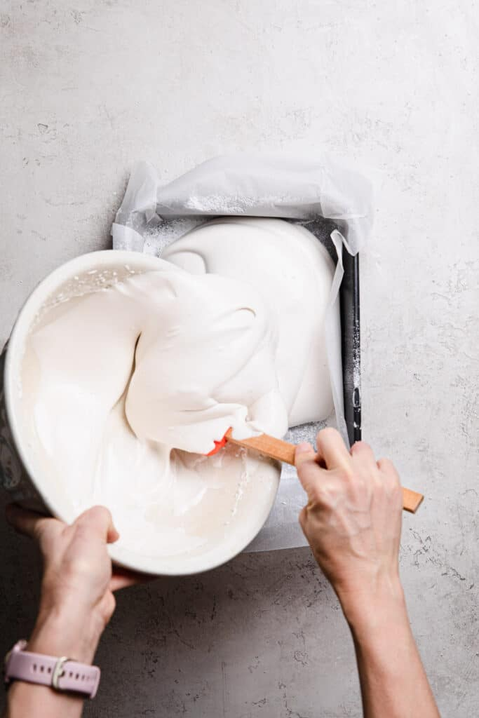 Pour marshmallow fluff into baking paper lined tray