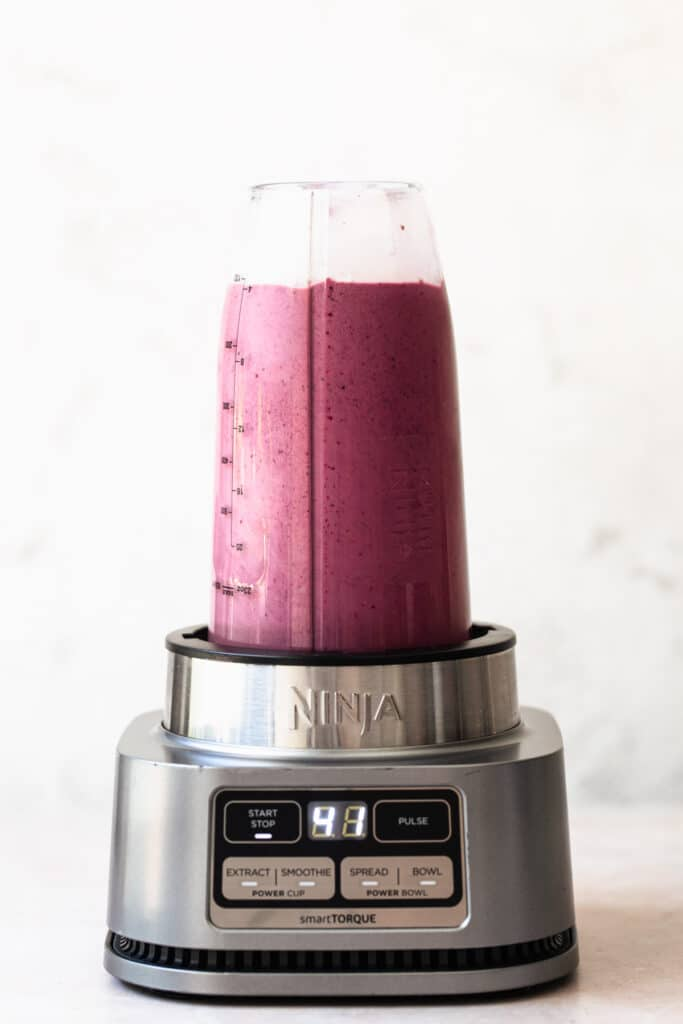 mixed berry smoothie without yoghurt in bullet blender
